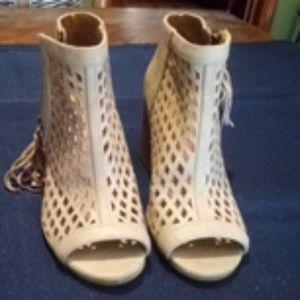 Open toe shoes/bootie
